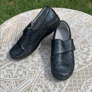 Alegria Blue Metallic Velcro Comfort Shoes Sz 40